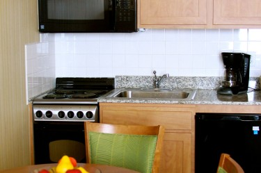 suite kitchen - Cheap Hotels In Virginia Beach With Kitchenette